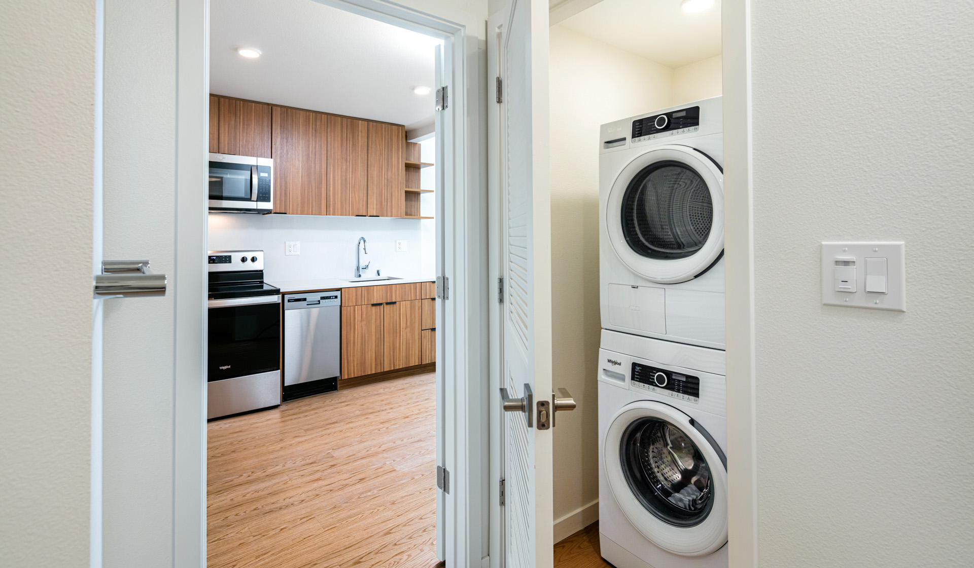 707 Leahy - Redwood City Apartments - Studio Laundry